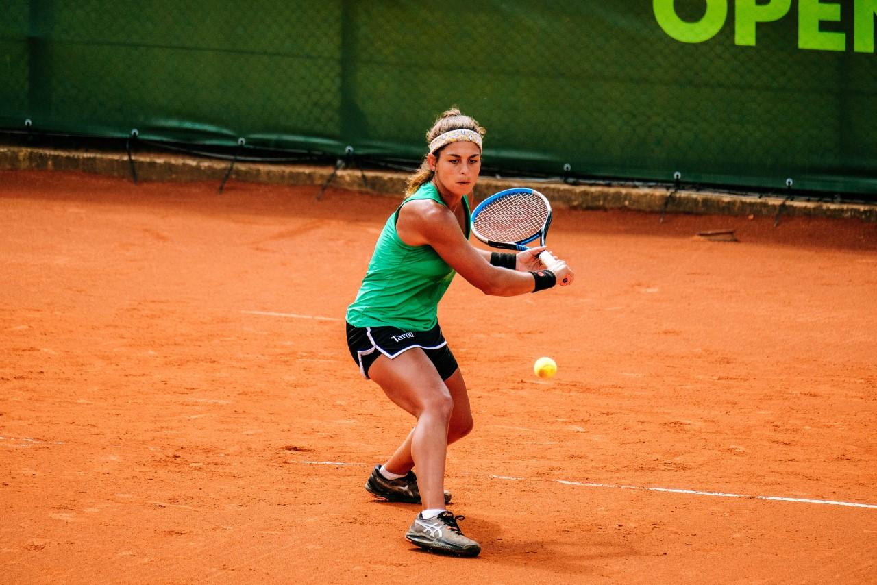 Carol Meligeni alcança melhor ranking de duplas da carreira