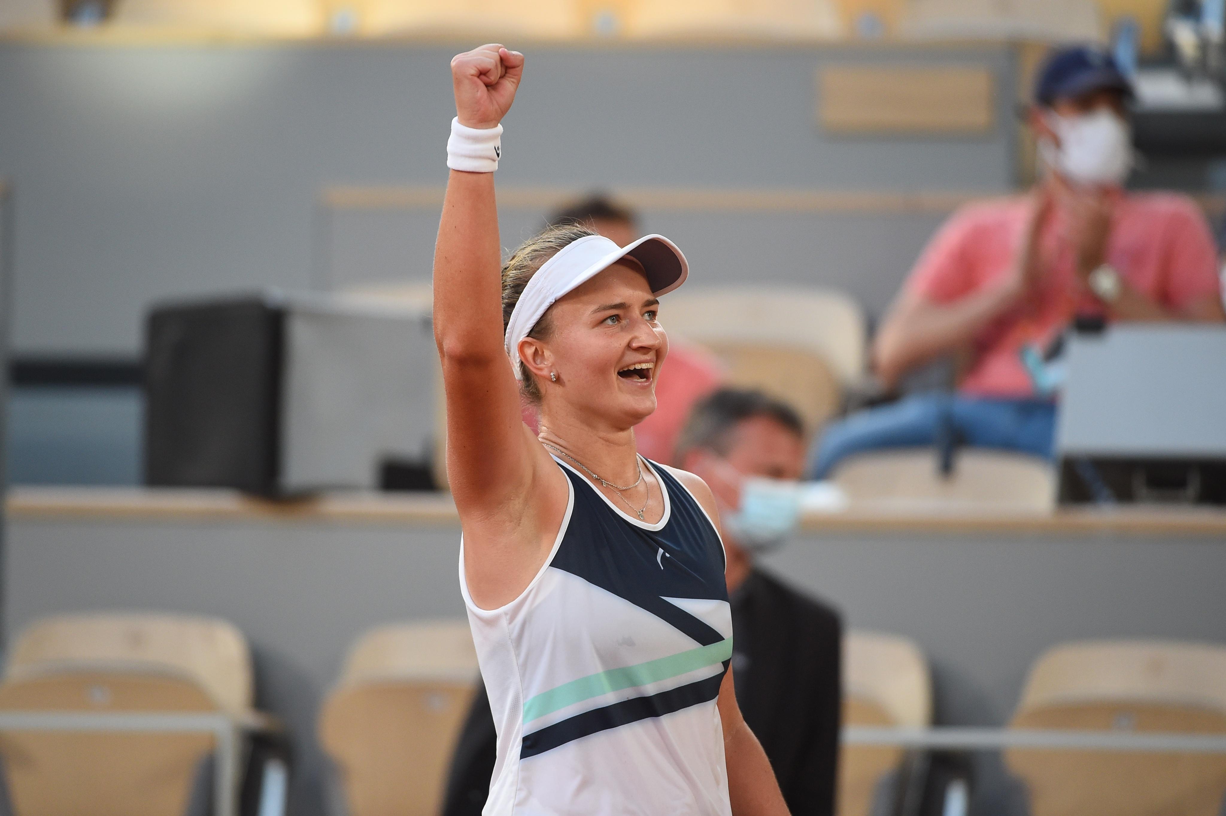 Barbora Krejcikova vence e faz final em Roland Garros