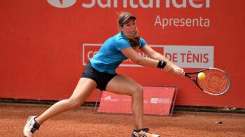 Juliana Munhoz luta por 3h, mas vitória escapa contra a principal favorita na Copa Feminina de Tênis
